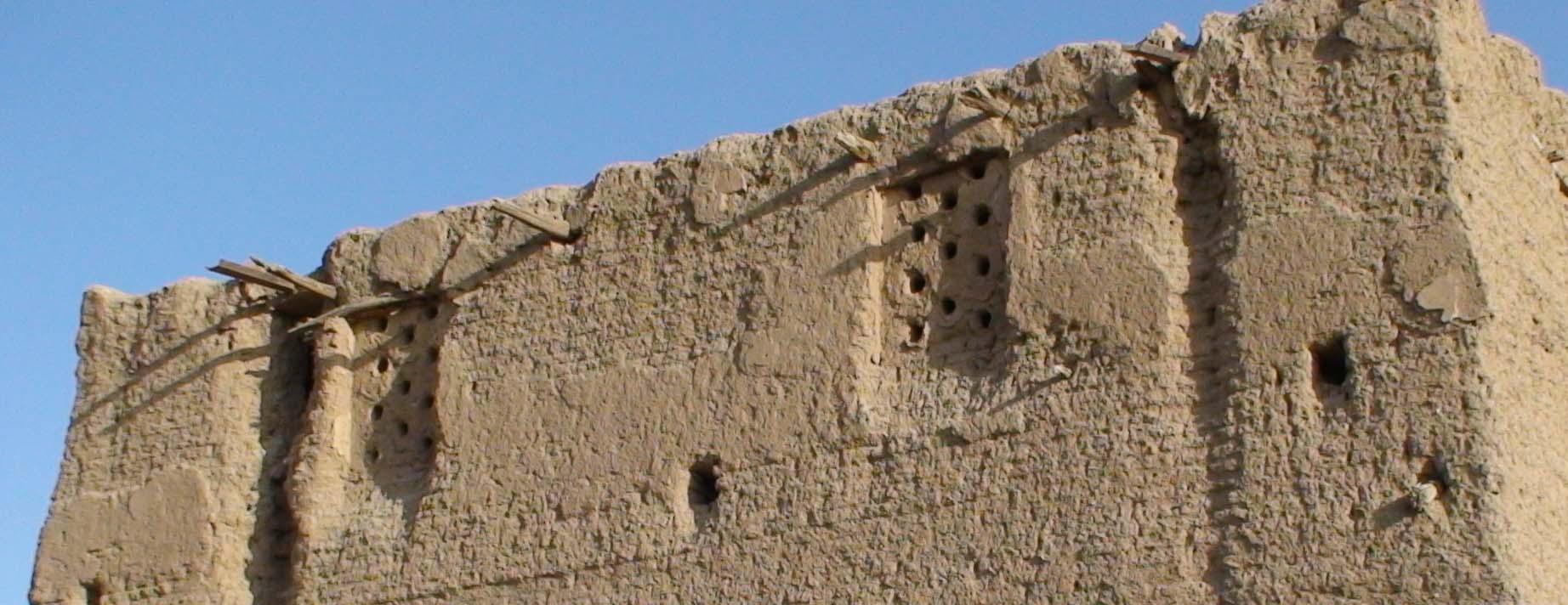 سوراخهای مشبک دیوار